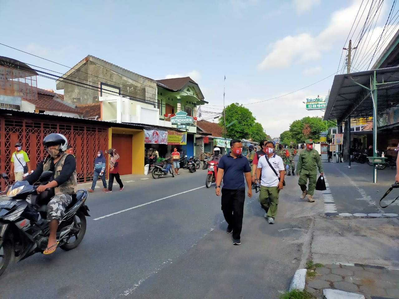 Edukasi kembali Pelaksanaan Protokol Kesehatan bagi Pelaku Usaha dan Masyarakat Kelurahan Sorosutan