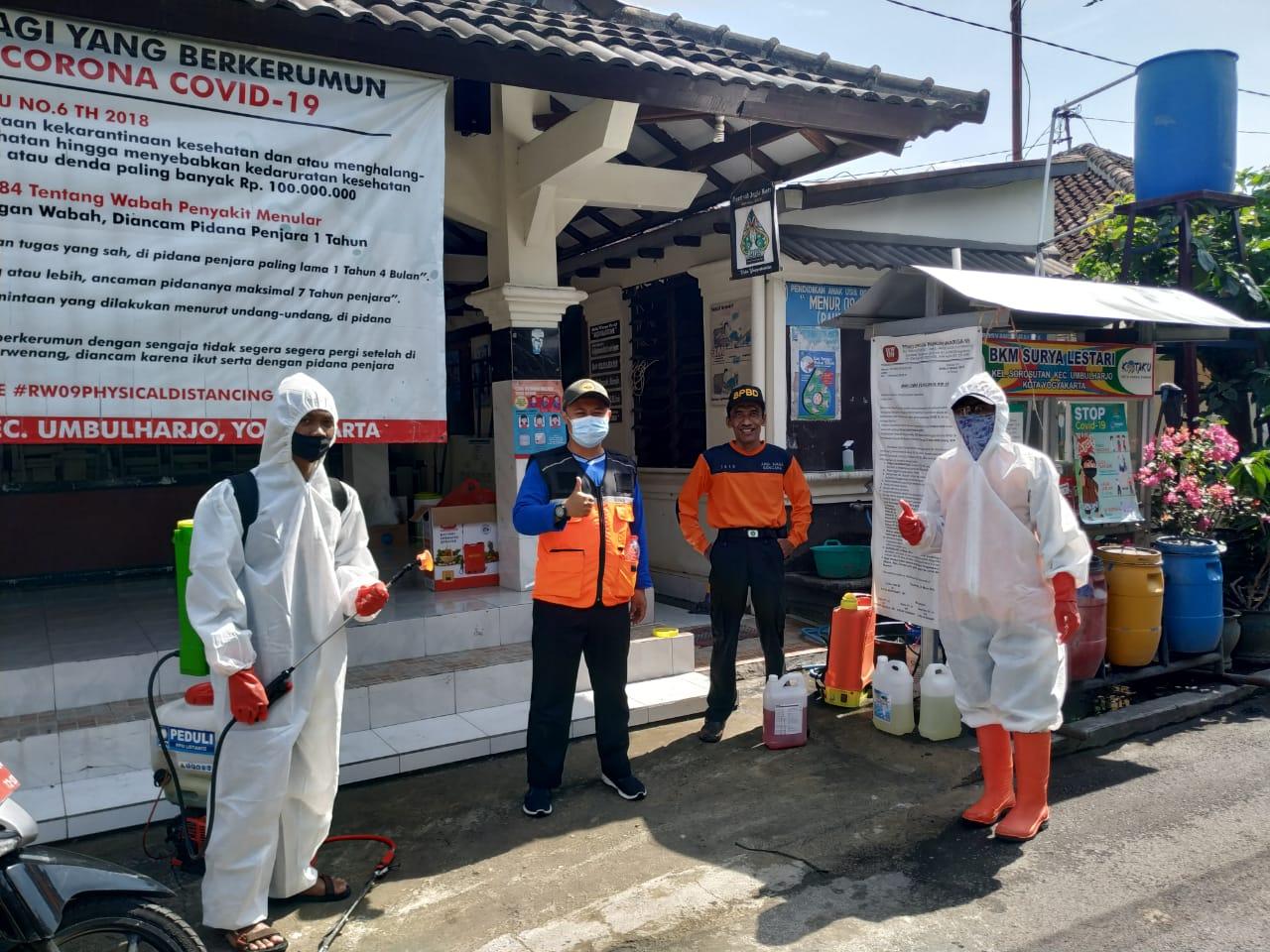 Kegiatan Kerja Bhakti Penyemprotan Disinfektan di Wilayah RW 07, RW 08, dan RW 09  Kelurahan Sorosutan