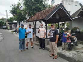 Kegiatan Kerja Bhakti Penyemprotan Disinfektan di Wilayah RW 17 Kelurahan Sorosutan