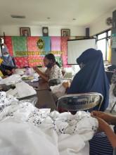 Pelatihan Batik Jumputan Sesi 2 di Kelurahan Sorosutan